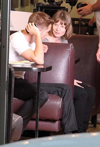 Robert Pattinson et Mia Wasikowska à Toronto le 19 juillet 2013
