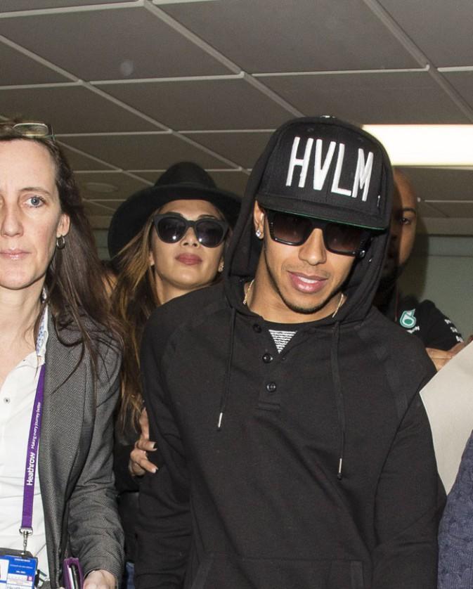Nicole Scherzinger et Lewis Hamilton à l'aéroport Heathrow de Londres le 24 novembre 2014
