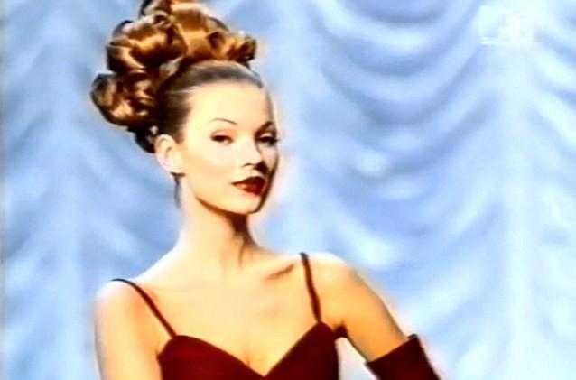 "Kate Moss :""Je détestais mes seins plus que tout au monde quand j'étais ado"""