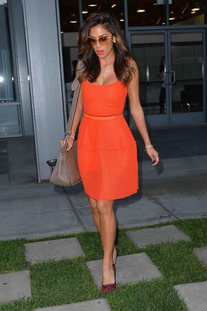 Nicole Scherzinger : sortez les lunettes de soleil, la chanteuse est éblouissante !