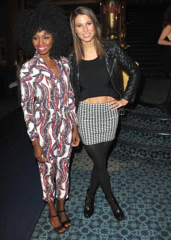 Inna Modja et Laury Thilleman lors de la première du musical D.I.S.C.O. à Paris, le 10 octobre 2013.