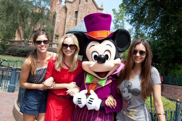 Nina, Candice et Kayla adorent Mickey