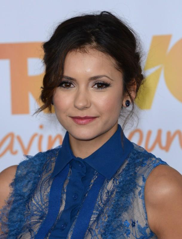 """Nina Dobrev lors de l'événement """"TrevorLIVE LA"""" à Hollywood, le 8 décembre 2013."""