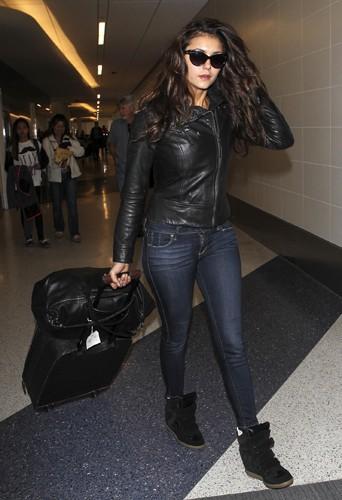 Nina Dobrev à Los Angeles le 24 mars 2014