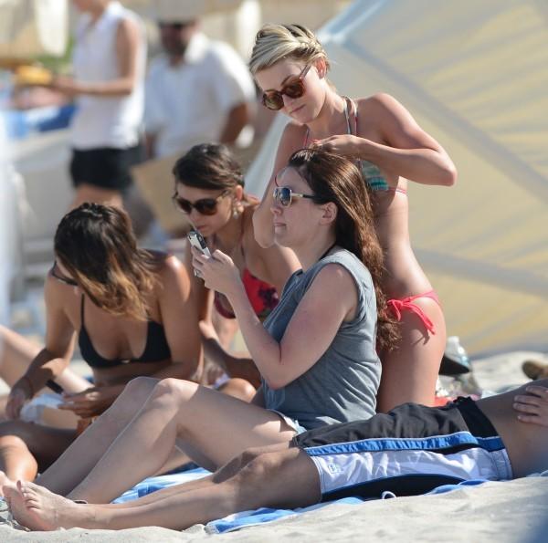 Nina Dobrev et Julianne Hough en vacances à Miami, le 28 avril 2013.