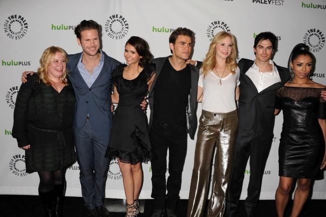Nina Dobrev et le casting de The Vampire Diaries !