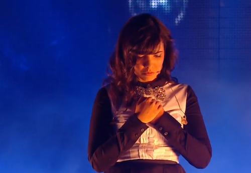 Indila interprète Dernière Danse aux NMA