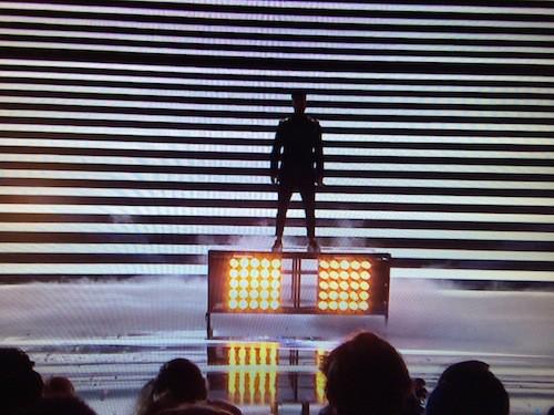 M.Pokora fait le show aux NMA sur son tube On Danse