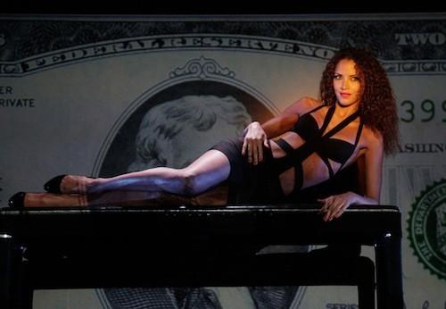 Noémie Lenoir : Son show sexy au Crazy Horse !