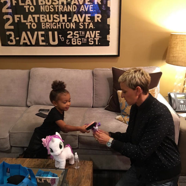 North West e Ellen DeGeneres le 29 septembre 2015
