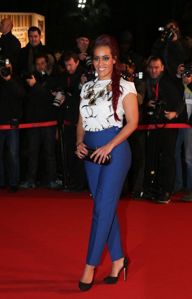 Amel Bent sur le tapis rouge des NRJ Music Awards, à Cannes, le 26 janvier 2013