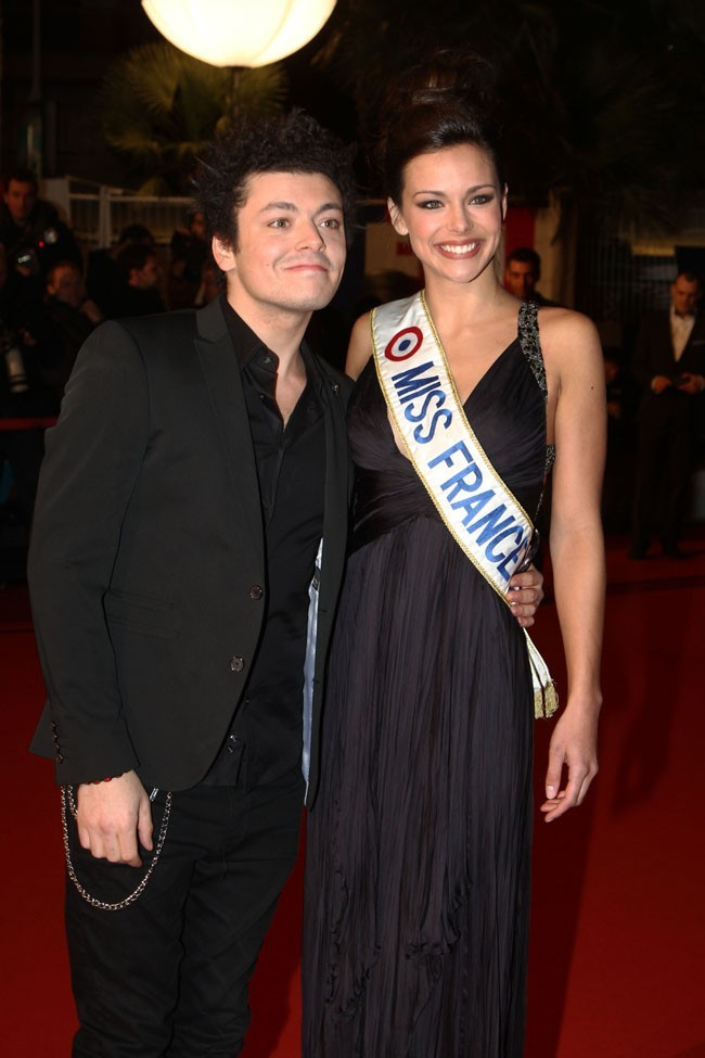 Marine Lorphelin (Miss France 2013) aux NRJ Music Awards avec Kev Adams le 26 janvier 2013