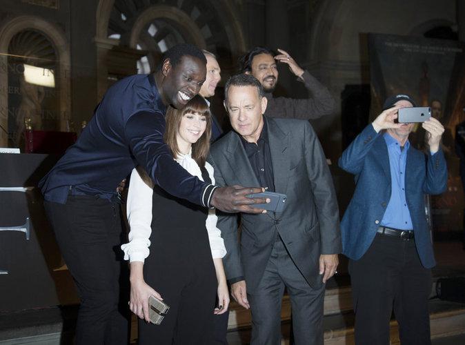 """Photos : Omar Sy, Felicity Jones, Tom Hanks... le trio de choc nous présente """"Inferno"""" !"""
