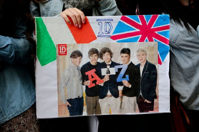 One Direction devant le Plaza Athénée à Paris le 11 octobre 2012