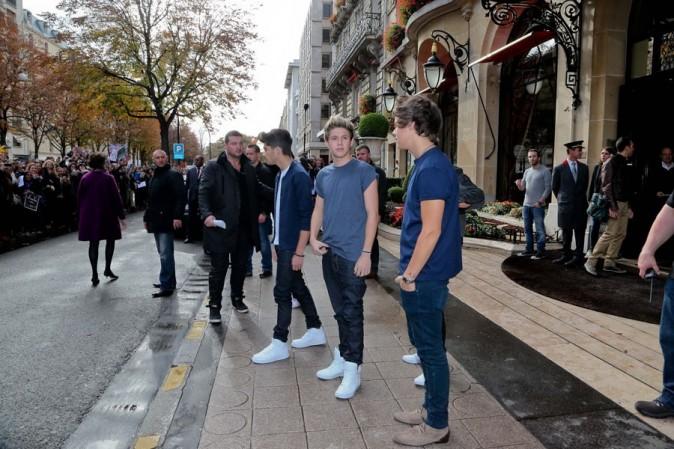 One Direction devant le Plaza Athénée à Paris le 11 octobre 2012