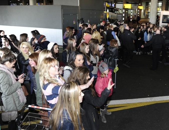 One Direction à l'aéroport Heathrow de Londres le 8 décembre 2012