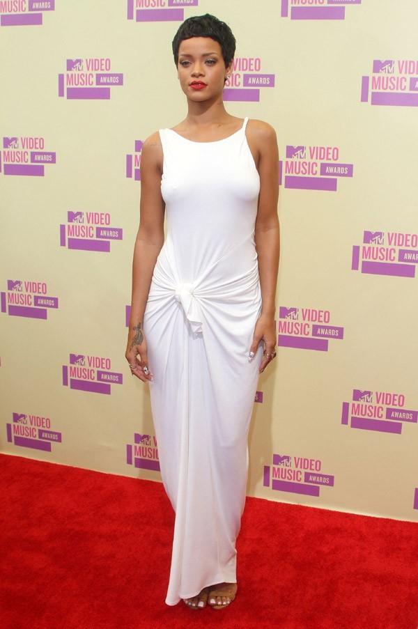 4- Rihanna avec 53 millions de dollars