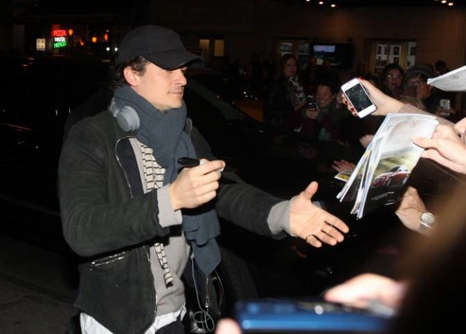 """Orlando Bloom à la sortie de la pièce """"Romeo et Juliette"""", à New-York, le 25 octobre 2013"""