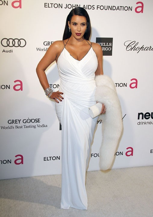 Kim Kardashian à la soirée caritative d'Elton John au Pacific Design Center de West Hollywood le 24 février 2013
