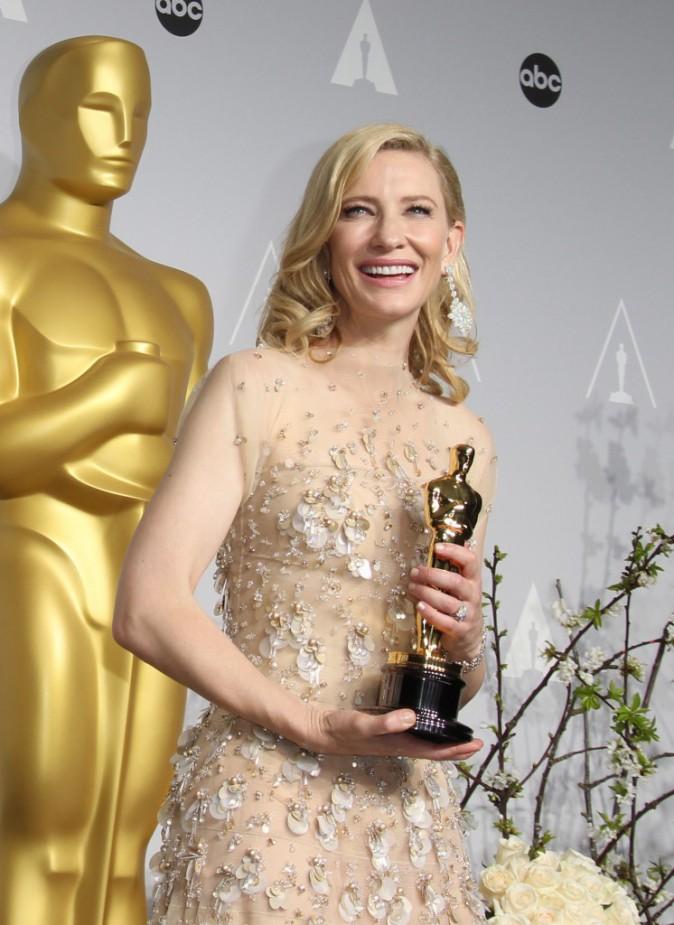 Oscars 2014 : Cate Blanchett : triomphante sur scène et sur tapis rouge !