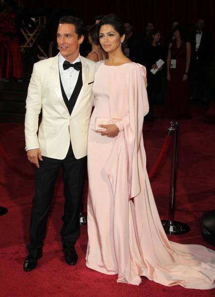 Matthew McConaughey et Camila Alves lors de la 86e cérémonie des Oscars à Hollywood, le 2 mars 2014.