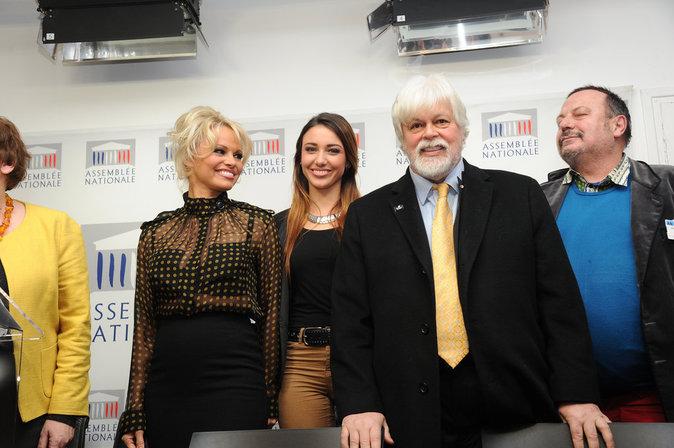 Pamela Anderson et Delphine Wespiser ont pris la pose pour les photographes