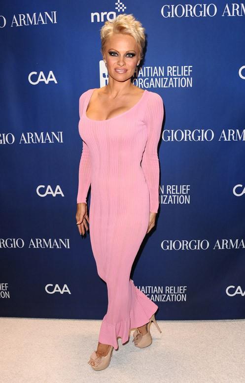 Pamela Anderson à la soirée caritative en soutien à Haïti organisée par Sean Penn à Beverly Hills le 11 janvier 2014