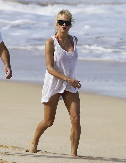 Photos : Pamela Anderson : toujours plus hot pour un Noël à Hawaï en amoureux !