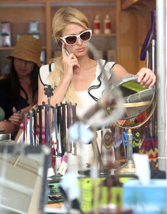 Paris Hilton faisant du shopping à Malibu, le 10 juillet 2011.