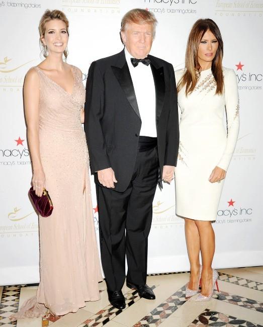 Ivanka, Donald et Melania Trump lors de la soirée Economic Scholarship Program Gala Dinner à New York, le 5 décembre 2012.