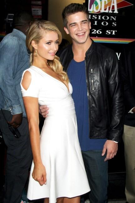 """Paris Hilton et River Viiperi se rendant sur le plateau du """"Wendy Williams Show"""" à New York, le 2 mai 2013."""