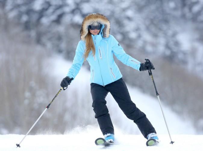 Paris Hilton : chaud devant (ou pas), la starlette s'attaque aux pistes d'Aspen !