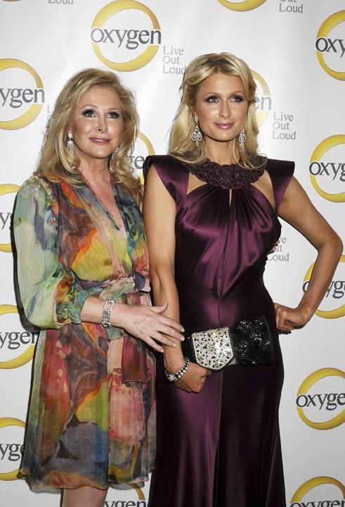 Paris et Kathy Hilton lors de la soirée Oxygen Media's 2011 à New York, le 4 avril 2011.