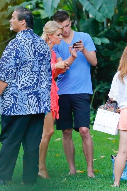 Paris Hilton et River Viiperi le 2 juin 2013 à Honolulu