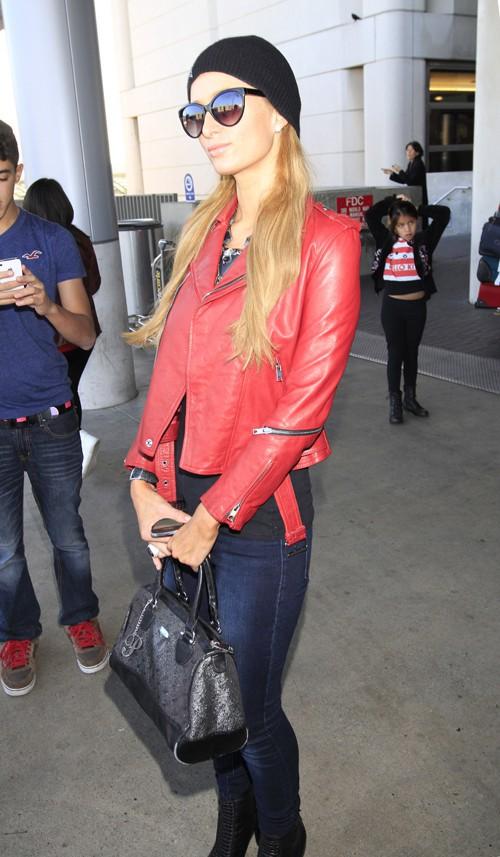 Paris Hilton à l'aéroport de Los Angeles le 22 décembre 2013