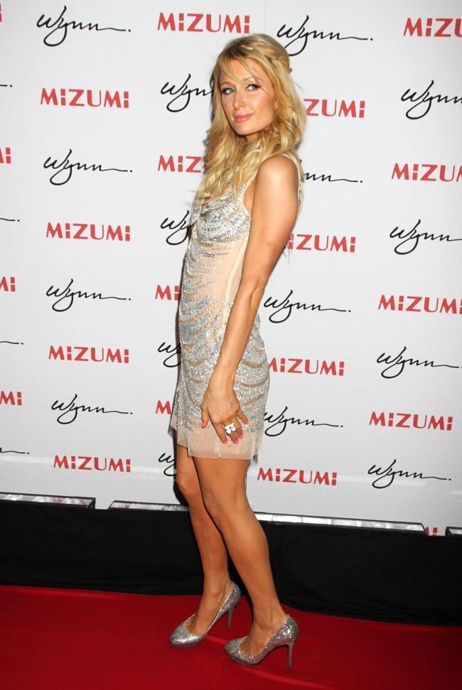 Paris Hilton, reine de la pose sur red carpet...