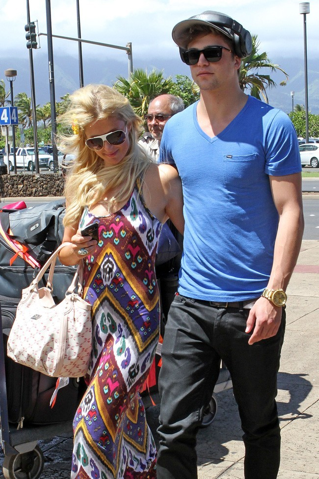 Paris Hilton et River Viiperi le 27 septembre 2012 à Hawaii