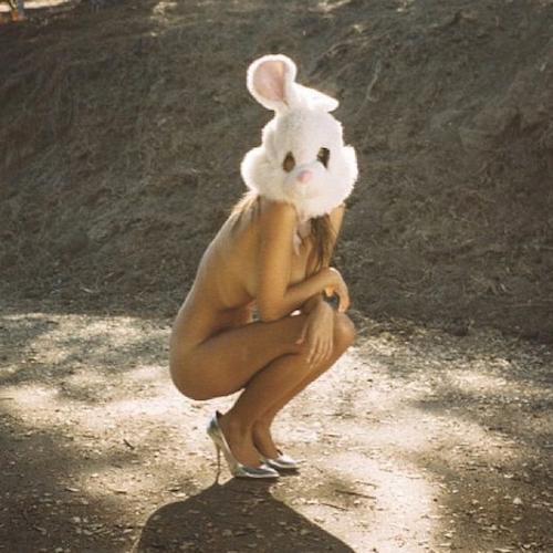 Emily Ratajkowski en lapin hot