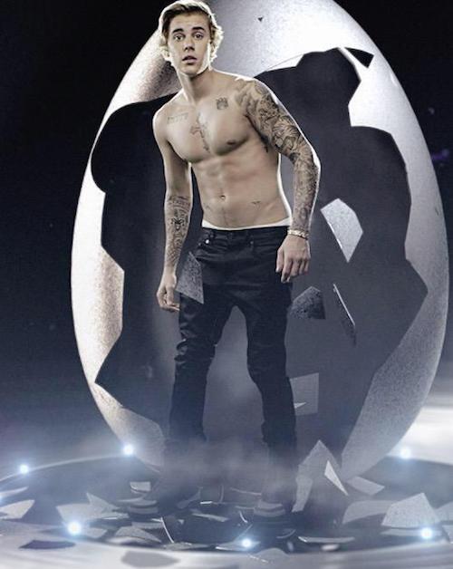 Justin Bieber sort de son oeuf !