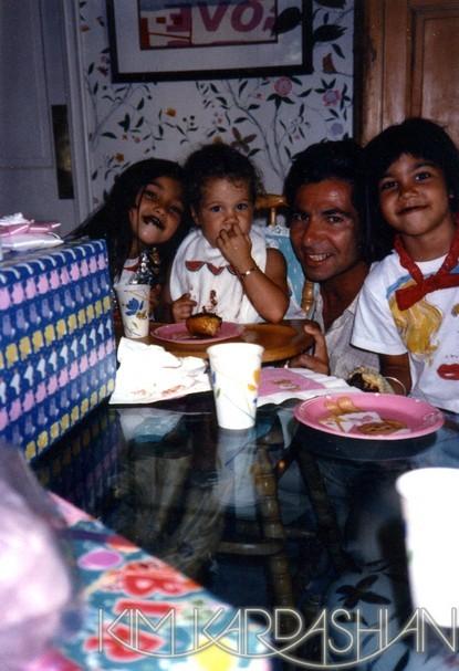 Kim, Khloé et Kourtney avec leur père