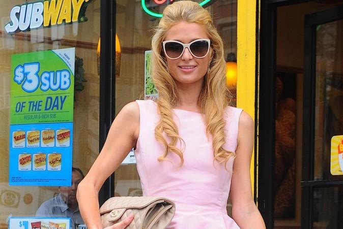 Paris Hilton : pause fast food entre deux défilés !