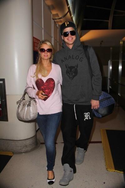 Paris Hilton et River Viiperi à l'aéroport de Los Angeles, le 1er janvier 2013.