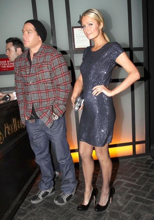 Paris Hilton a consulté sa styliste : Cy Waits est bien l'accessoire idéal !