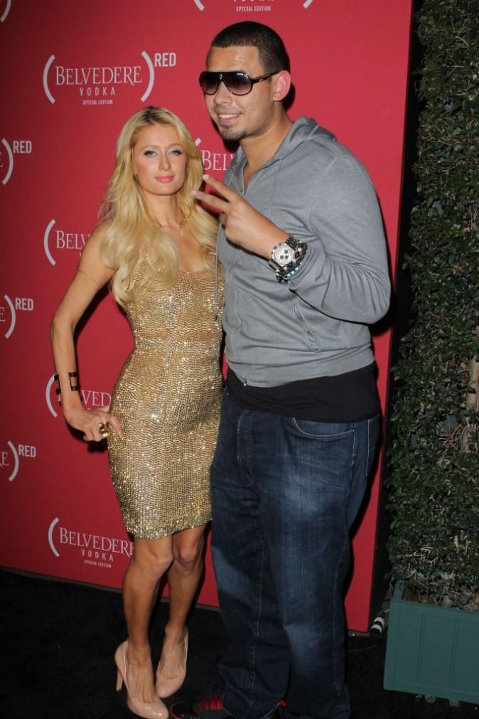 Paris Hilton et DJ Afrojack lors de la soirée Belvedere Red Pre-Grammy's Party à Los Angeles, le 9 février 2012.