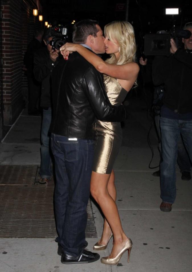 Paris Hilton et son boyfriend Cy Waits à New York pour sa promo et son anniversaire, le 18 février 2011.