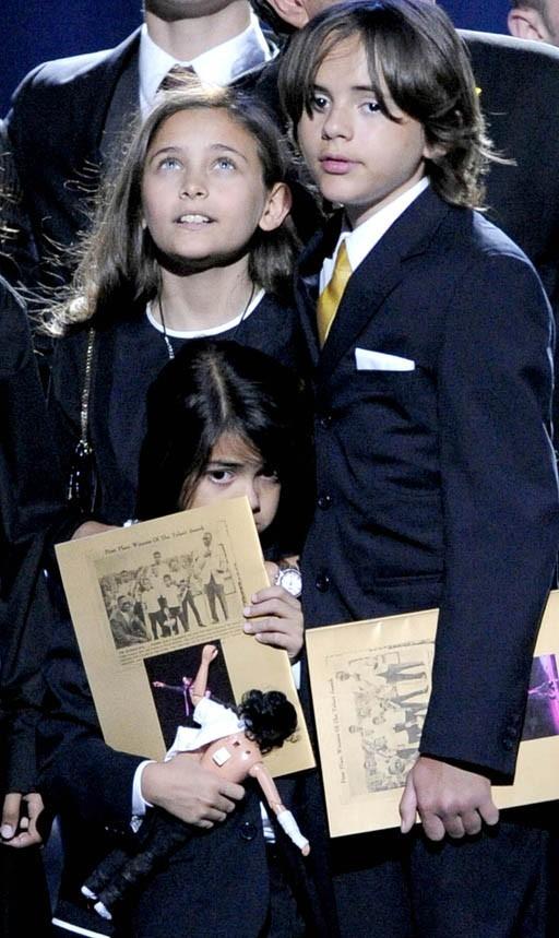 Paris avec son frère Prince Michael au Staples Center en juillet 2009