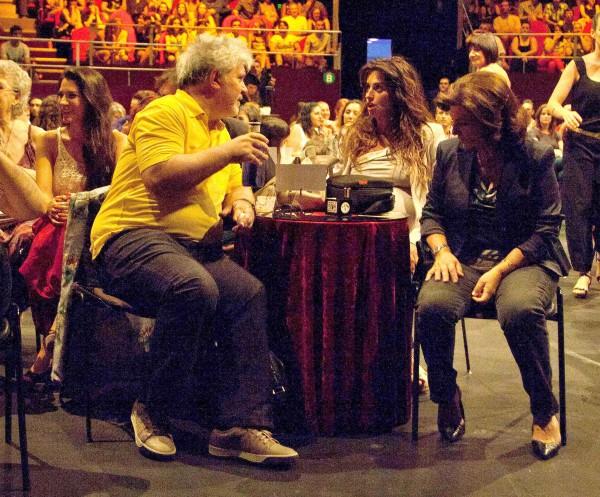 Penelope Cruz, Javier Bardem et Pedro Almodovar au concert d'Asier Etxeandia à Madrid, le 20 juillet 2013.