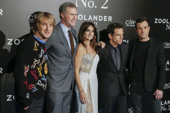 Tous les acteurs de Zollander 2 posent ensemble !