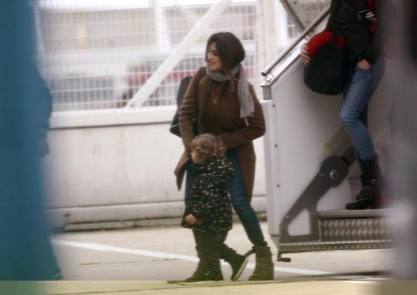 Penelope Cruz et son petit Leo le 24 octobre 2012 à Paris