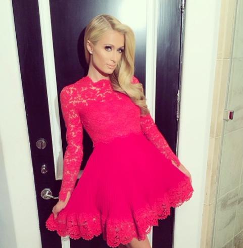Paris Hilton fan de sa robe Valentino !